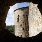 Photo à travers une canonnière de la Forteresse de Saint Vidal